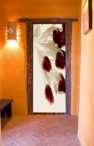стильные фотообои в интерьере на дверях